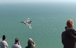 Awesome Vulcan XH558 Low Pass Over the Beach