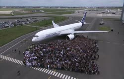 First A350 XWB livery completed 