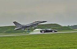 Lamborghini Aventador vs F16